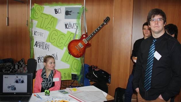 Veletrh fiktivních firem byl součástí Dne otevřených dveří na českotěšínské škole.