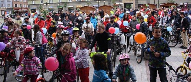 Pokus orekord vpočtu cyklistů na jednom místě vČeském Těšíně.