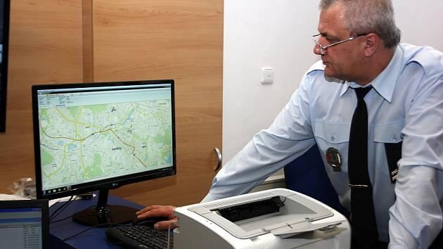 Dispečink Městské policie Havířov. Pohyb strážníků je sledován přes GPS.