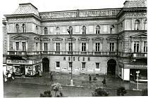Budova na Hlavní třídě v roce 1973.