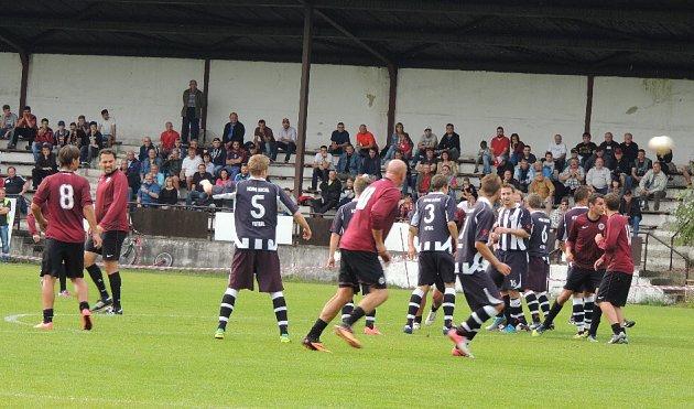 Oslavy 85let od založení fotbalu vHorní Suché okořenilo utkání domácích se starou gardou pražské Sparty.