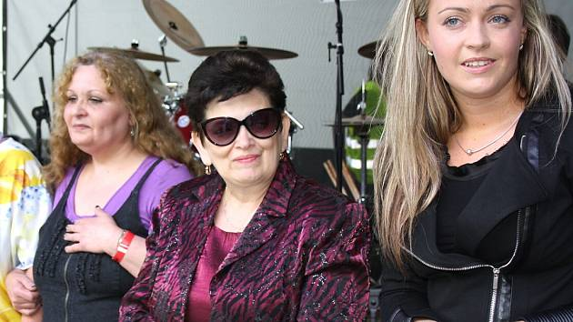 Izabela Kapiasová, na snímku zcela vpravo.