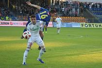 Michal Faško (v bílém) vstřelil rozhodující gól Karviné.