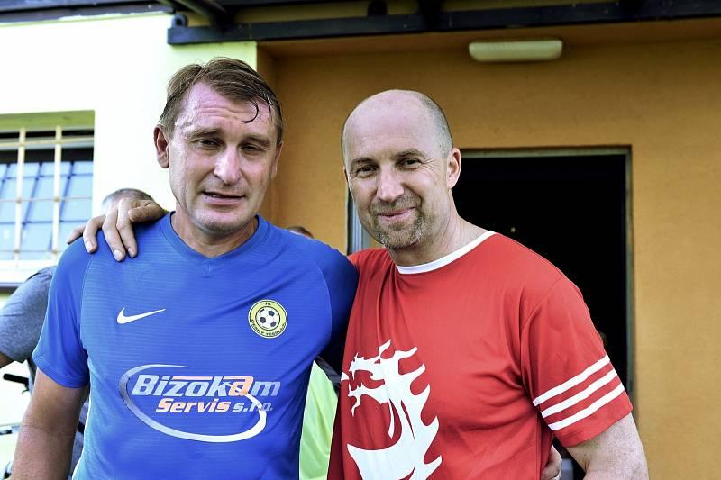 Trenér Těšína Lubomír Luhový (vlevo) a sportovní ředitel Ocelářů Jan Peterek.
