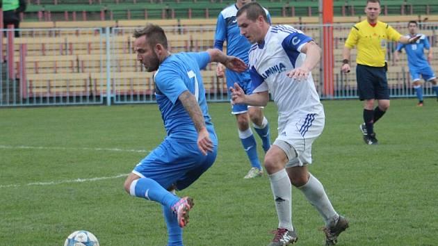 Petrovičtí fotbalisté s kapitánem Josefem Hoffmannem (vpravo) to mají těžké.