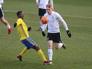 Filip Panák (v bílém) je momentálním karvinským klenotem. Herně vyzrál a patří k nejlepším hráčům na své pozici v lize.