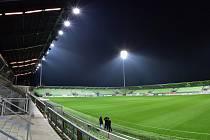 Zkouška osvětlení na fotbalovém stadionu.
