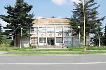 Pohled na bývalý KD Dolu Dukla v červenci 2012.