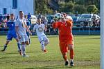 Dětmarovický Adam Kotrla (v oranžovém) se nechal vyloučit a zaskočit za něj musel v bráně spoluhráč!