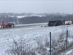 Nehoda na dálnici D48 mezi Třanovicemi a Horním Žukovem.