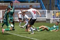 Fotbalisté Karviné vstoupí v sobotu 24. července do nové ligové sezony v Ďolíčku proti Pardubicím. Na snímku v zeleném během přípravného zápasu s Opavou.