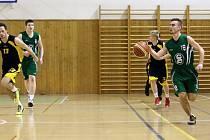 Mladí basketbalisté Karviné potřebují zabrat.