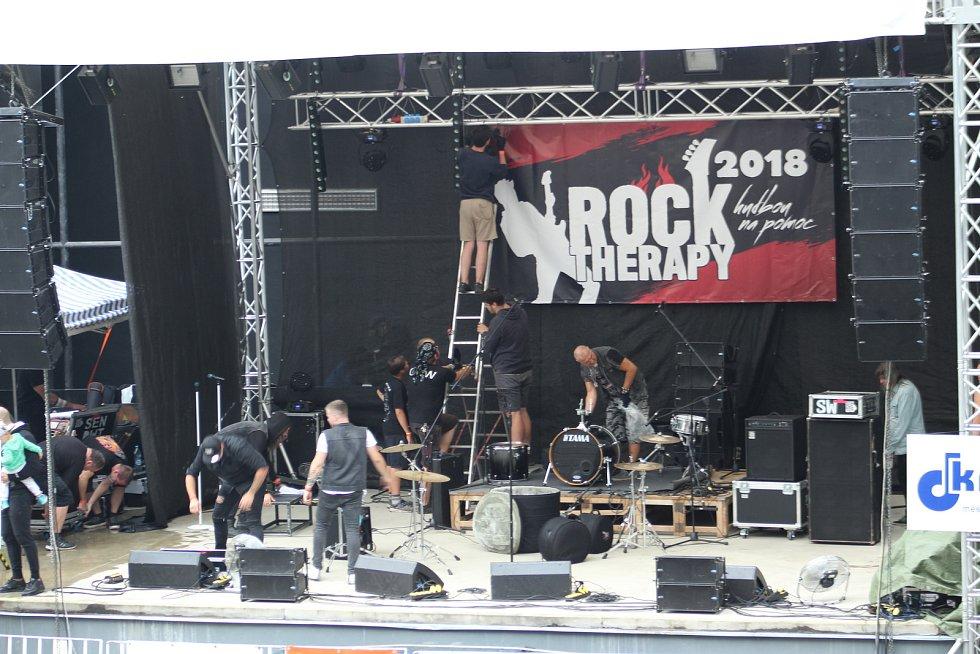 V orlovském amfiteátru se konal 10. ročník charitativního festivalu s názvem Rocktherapy.