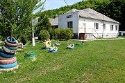 ADRA pomáhá dětem a rodinám v Mukačevu a okolí. Školní hřiště.