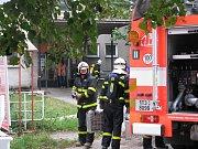 Cvičení policejního komanda a hasičů v havířovské nemocnici.