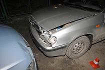 Ujíždění policistům skončilo nehodou ve slepé ulici.