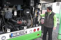 Motorový prostor autobusu s pohonem na zemní plyn.