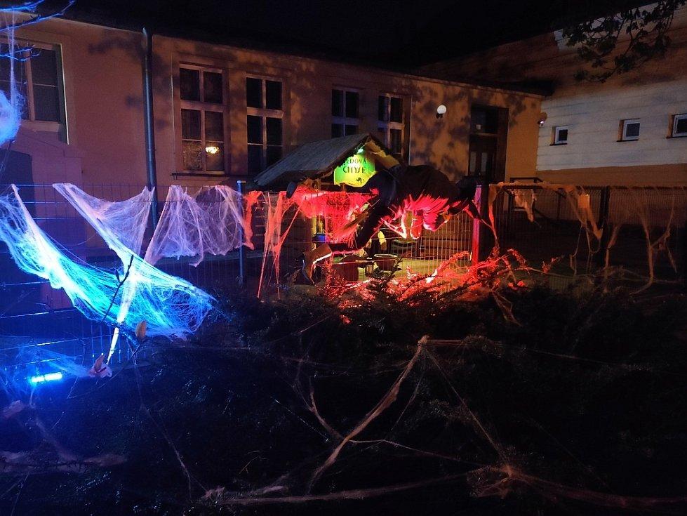 Filipojakubská procházka. Nábřeží Míru v Českém Těšíně patřilo první květnový víkend čarodějnicím.
