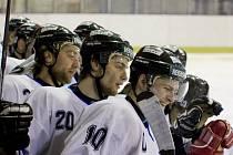 Havířovští hokejisté se radují, vyhráli první čtvrtinu soutěže.