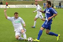 Jan Růžička (vlevo) rozhodl derby s Frýdkem.