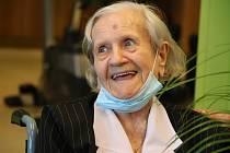 Paní Marie Konkolová, která žije v orlovské Domově Vesna, oslavila 7. června 100. narozeniny.