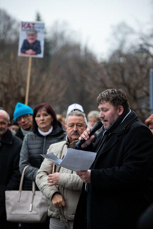 Demonstrace za záchranu nemocnice v Orlové na Karvinsku před zasedáním krajského zastupitelstva. Na snímku starosta Orlové Miroslav Chlubna.