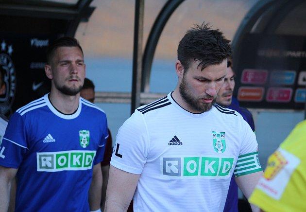 Vroli kapitána přivedl karvinské fotbalisty na trávník na Spartě Tomáš Wágner.