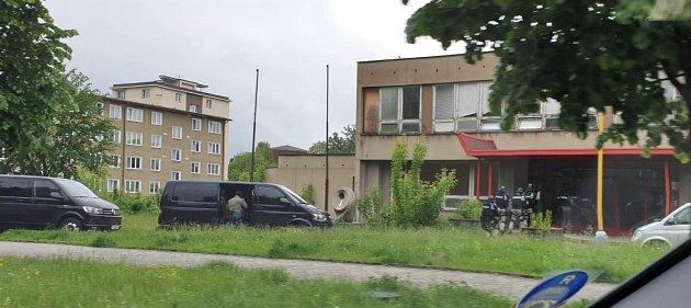 Cvičení zásahové jednotky vbudově bývalé školy vMánesově ulici vHavířově.