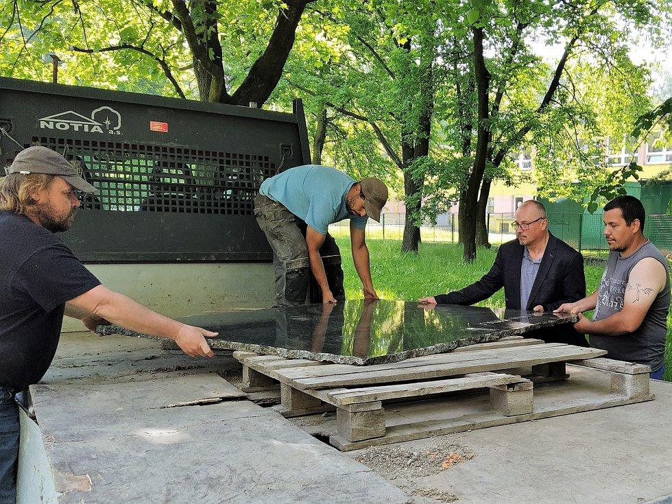 Bohumín dal instalovat pamětní desku obětem loňského tragického požáru.