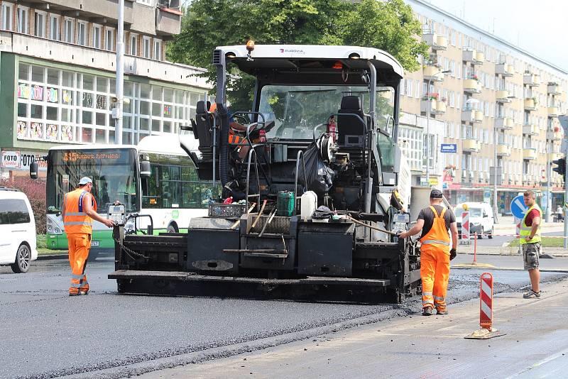 Centrum Havířova je momentálně plné stavebních strojů a dělníků. Opravuje se několik páteřních komunikaci najednou a k tomu ještě nefungují některé semafory na křižovatkách.