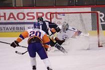 Jasným víkendovým tahákem pro sportovního fanouška bude další domácí duel havířovských hokejistů.