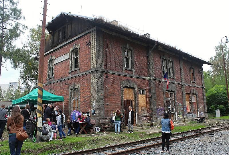 Den otevřených dveří v budově starého nádraží v Karviné-Fryštátě, kterou zpřístupnil spolek S.O.S. Karviná, září 2021.