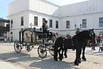 Před karvinským zámkem byly k vidění vzácné historické kočáry.