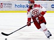 Třinec (v červeném) uspěl na ledě lídra z Litvínova.