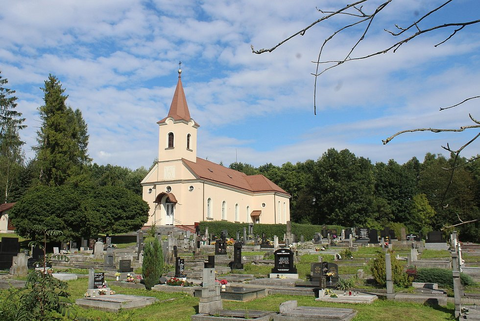 Prostřední Suchá. Evangelický kostel.