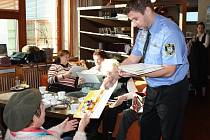 Senioři posnídali spolu s muži zákona a představiteli města na akci Snídaně s policií. Společně zhodnotili předchozí rok a nechyběly ani dorazy z řad seniorů.