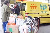 Pracovníci orlovské nemocnice sesbírali tolik materiálu pro ukrajinské rodiny, že se musel nakládat nadvakrát.
