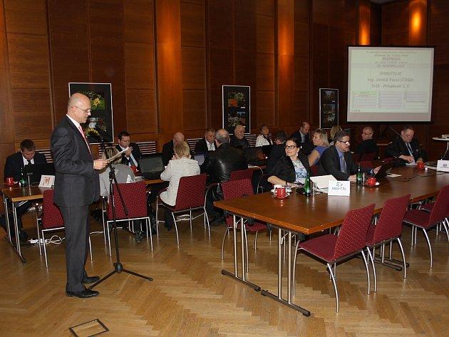 Zasedání havířovských zastupitelů. V interpelacích vystoupil opoziční zastupitel za ČSSD Pavol Jantoš.