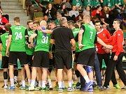 Házenkáři Karviné (v zeleném) zvládli zápas proti Frýdku s přehledem.
