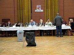 Volby ve společenském domě v Havířově.