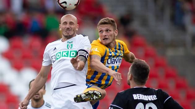 Marek Janečka (vlevo) nebyl s posledním vystoupením Karviné spokojen.