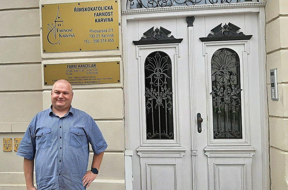 Karvinský děkan a farář Martin Šmíd. Nastoupil na koci června 2021.