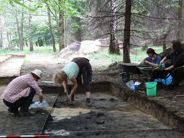 Archeologové při práci.