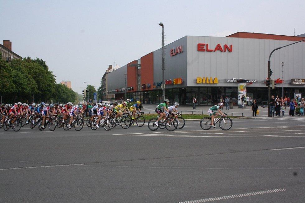 Průjezd pelotonu centrem Havířova.