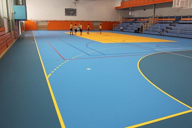 Městská sportovní hala vHavířově má novou palubovku. Jako první si ji vyzkoušeli florbalisté Torpeda Havířov.