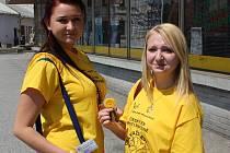 Žlutými tričky se to ve středu hemžilo i ulicemi měst na Karvinsku v rámci Českého dne proti rakovině.