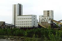 Důl Morcinek před  tím, než byla odstřelena těžní věž.