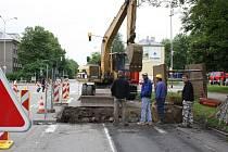 Oprava a s ní související omezení dopravy v Havířské ulici v Karviné-Novém Městě přímo naproti budově okresního ředitelství policie.