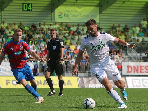 Tomáš Wágner (vpravo) bude opět připraven týmu pomoci.