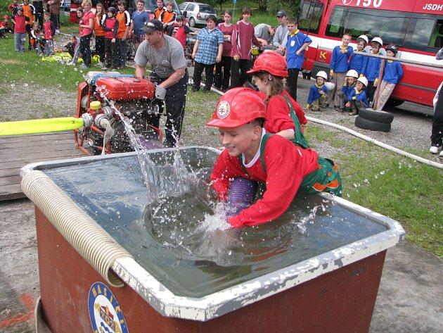 Soutěž mladých dobrovolných hasičů v Havířově.